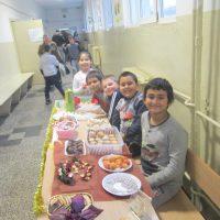 Традиционния Коледен базар в училище – Вкусно и весело, и Заедно!!!